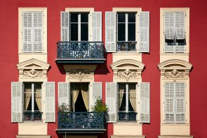 Red House Nice Port France r9a3787