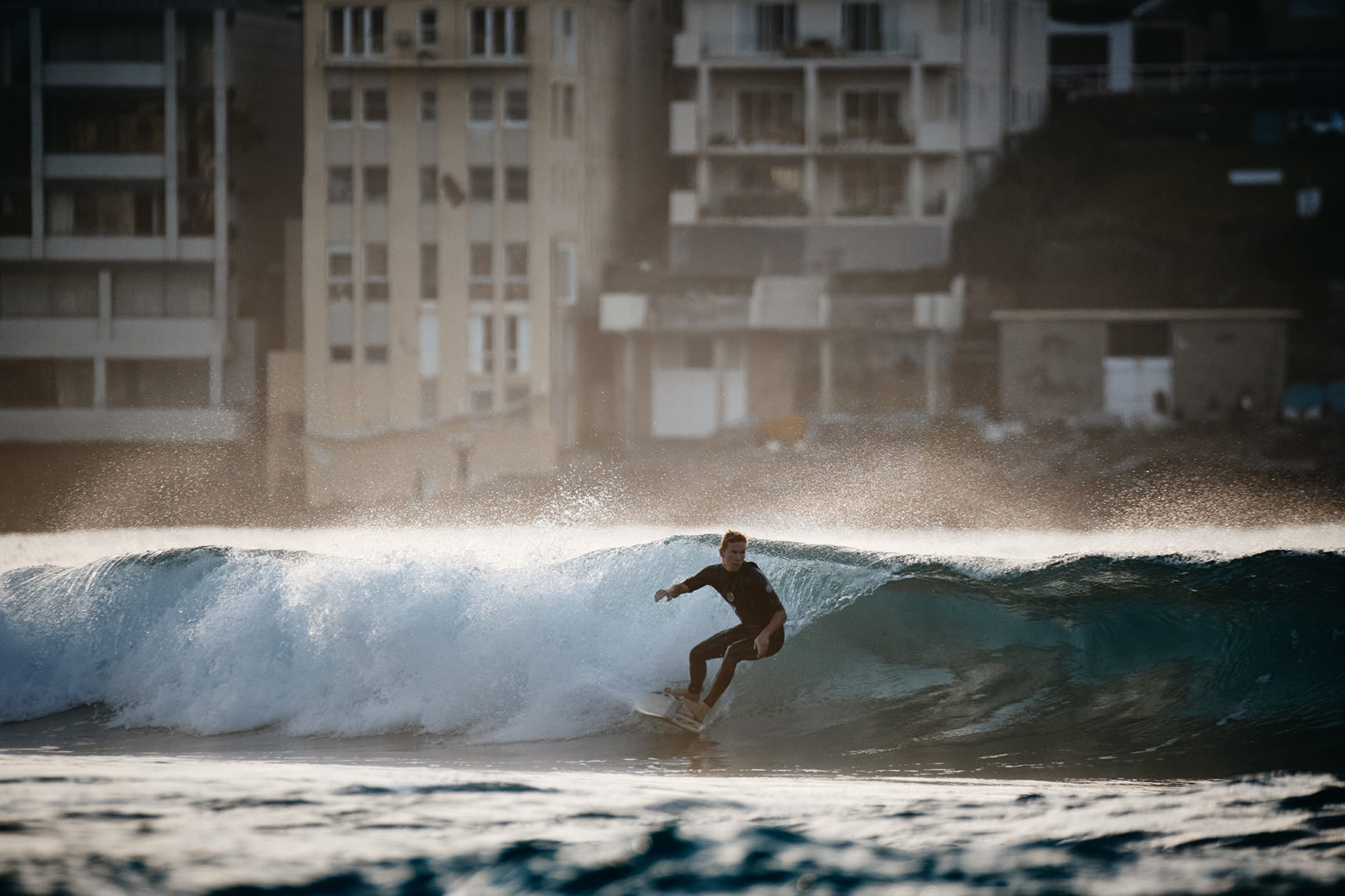 Firing up on a left, Bondi