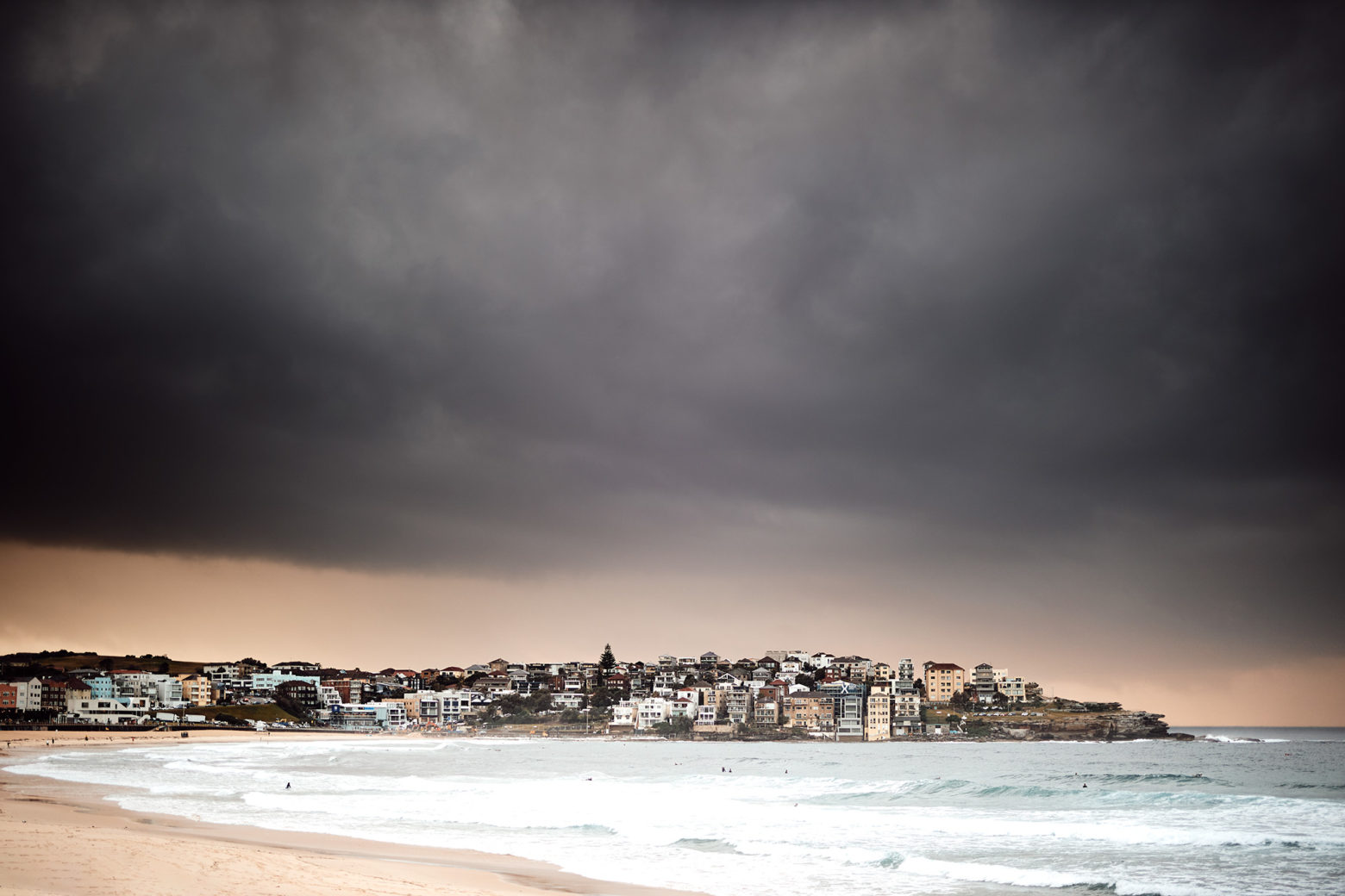 Cloudy, rainy grey morning in Bondi