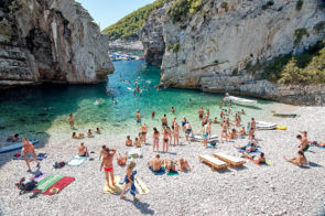 Stevinia beach, Island of Vis is pretty busy today!