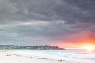 Bondi this morning, lighting up for a brief moment