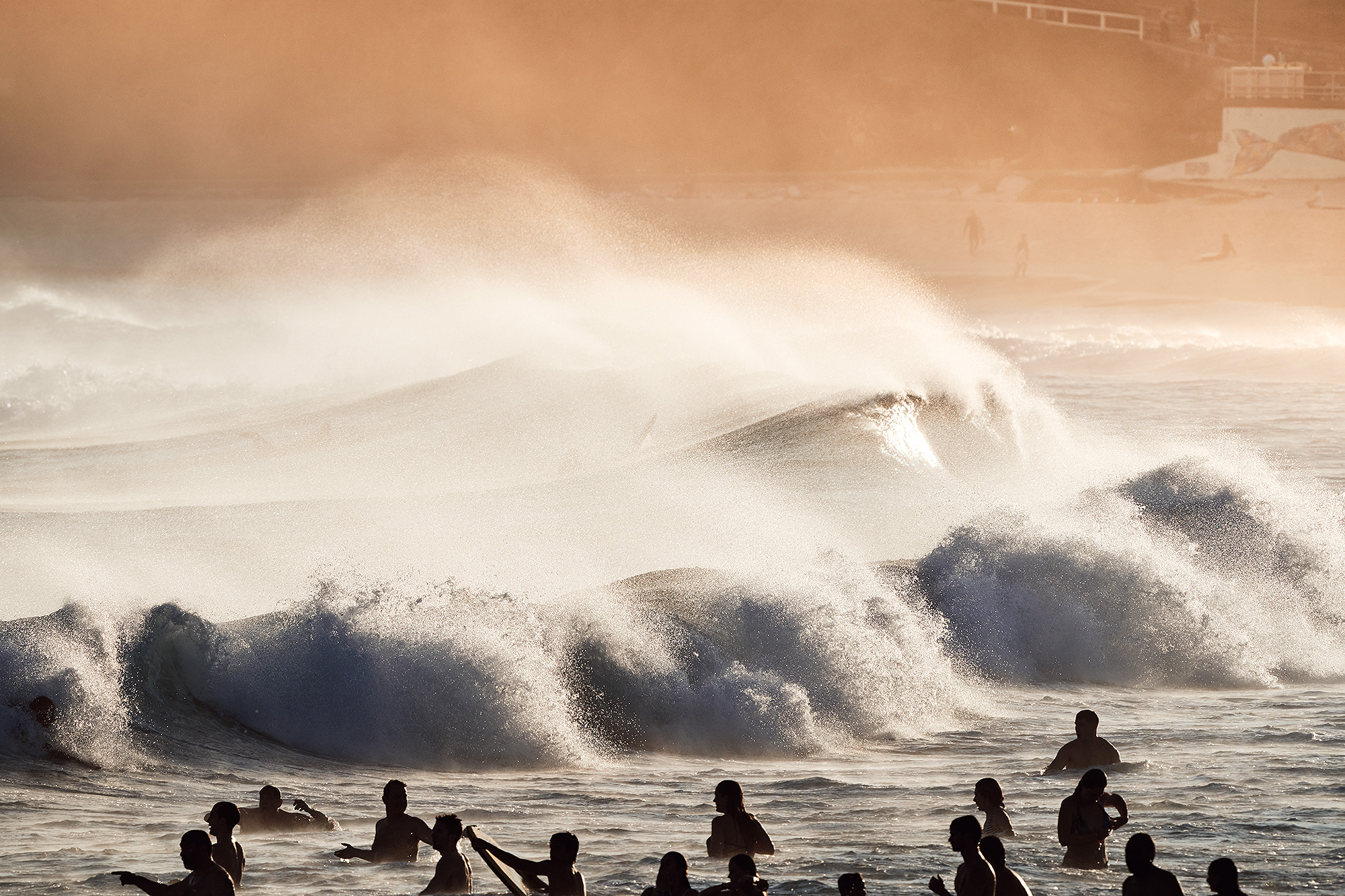 Big crowds, big swells and big offshore winds