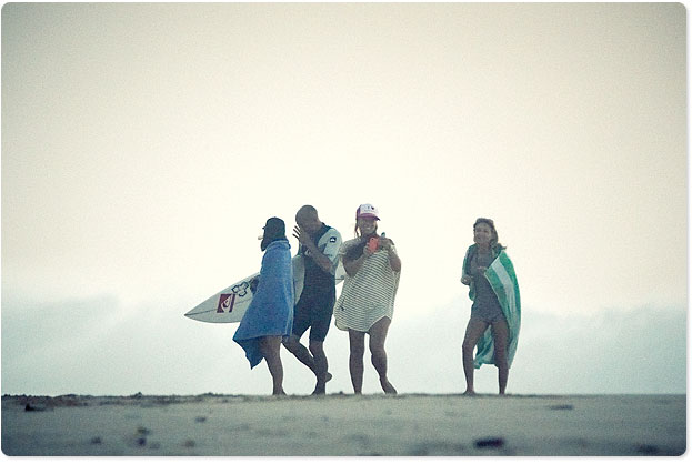 The King is here, Slater greeted by his fan club after a few waves at Pipe