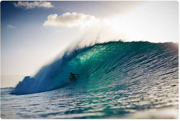 Jamie O'Brien, lining up some Pipeline perfection